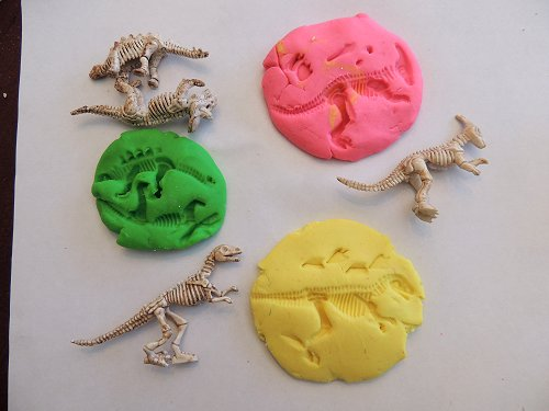 Dinosaur-Fossil-Playdough