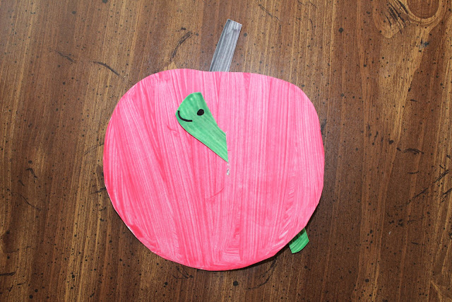 Apple Craft using a Paper Plate