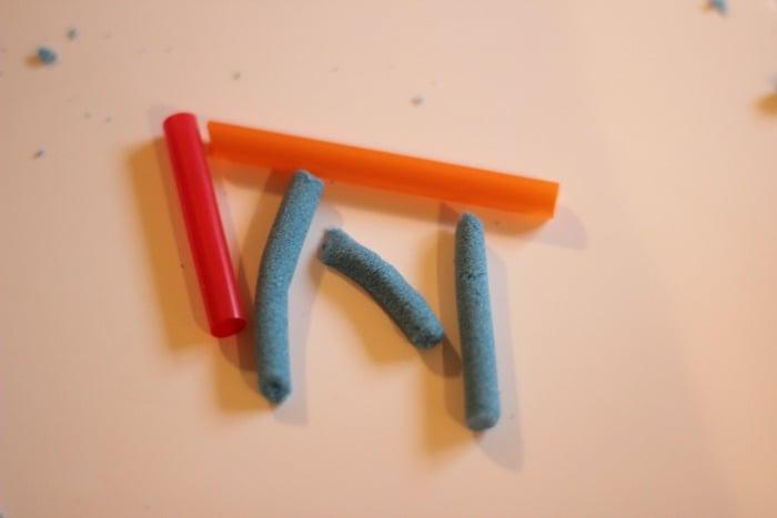 straws and kinetic sand