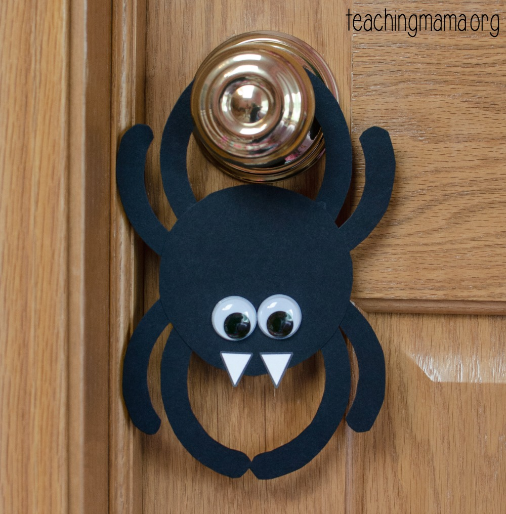 door hanger spider craft